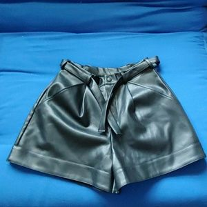 VS black leather shorts size S NWOT